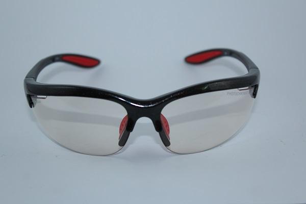 8164c24eac Esta gafa de deporte graduada fabricada por DEMON es de forma clásica y  deportiva y existe en dos versiones a escoger, con lentes intercambiables o  con ...