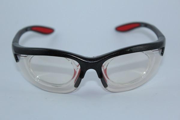 c56fcd9cde Esta gafa de deporte graduada es fabricada en Italia por DEMON, presenta  forma clásica y deportiva y existe en dos versiones a escoger, ...